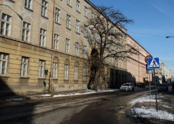 Ex military office building on 83 Legionów st.